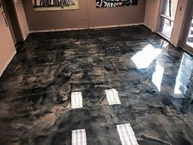 Small three dimensional 3d reflective metallic floor